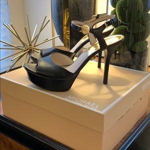 Michael Kors Brayson Sandal size 8.5